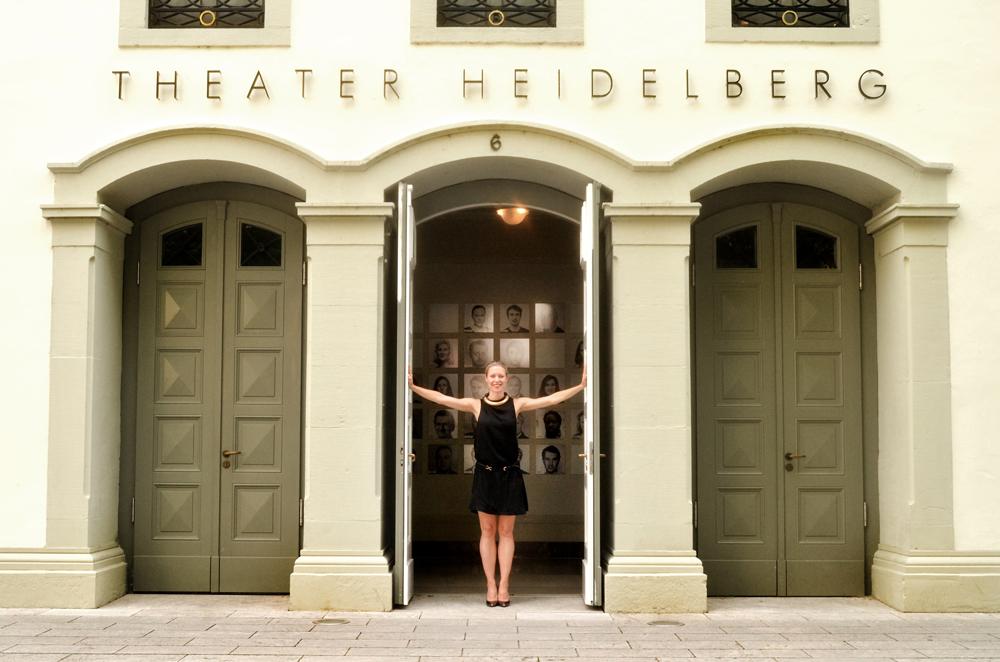 Nanine Linning voor 'haar' theater. foto Gemma van der Heyden