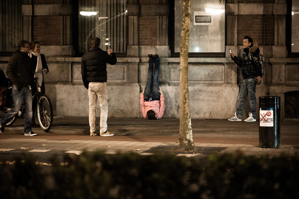 Scene uit 'Welkom in de buitenwereld' door Vloeistof alledaagse dans. foto Seger van Wijk