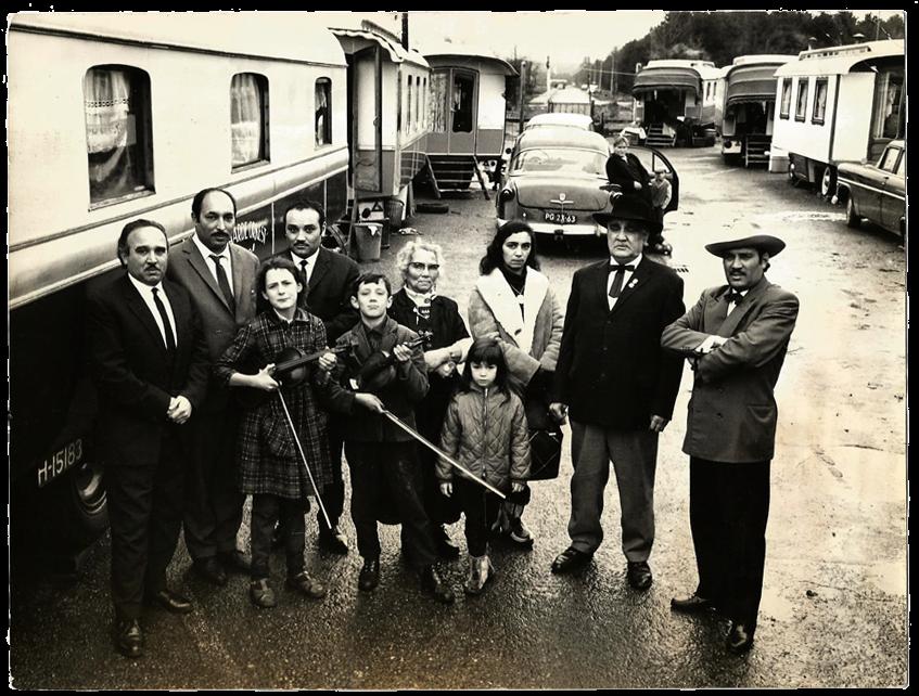 De familie Weis op het woonwagenkamp in Dieren, na de Tweede Wereldoorlog. foto privé-bezit Bero Weis