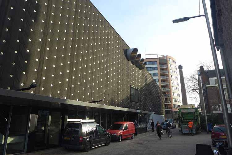 De gevel van 013 aan de Veemarktstraat, Tilburg. foto Joep Eijkens