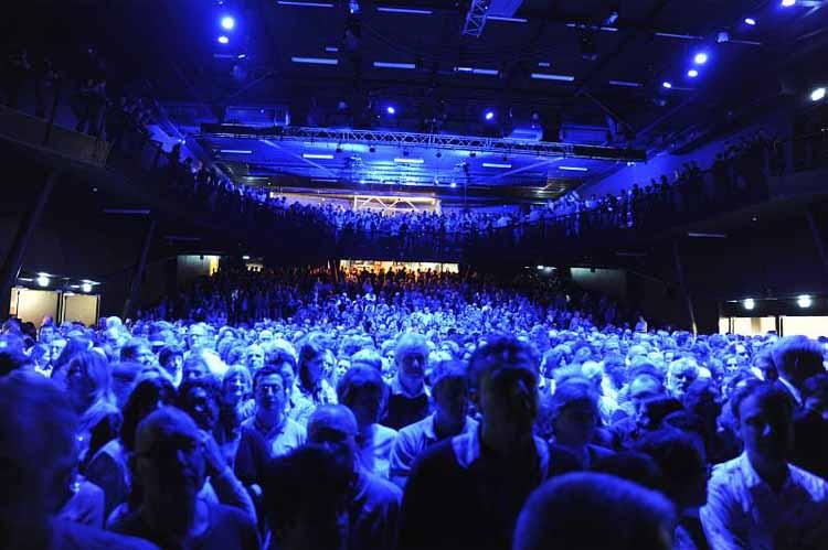 De vernieuwde grote zaal van 013. foto Joep Eijkens