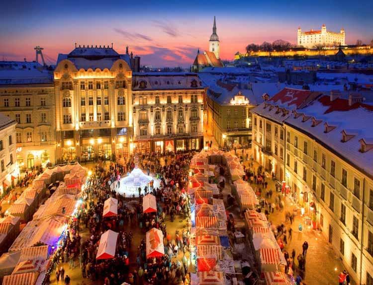Kertsmarkt in Bratislava. foto Som Tam Reizen