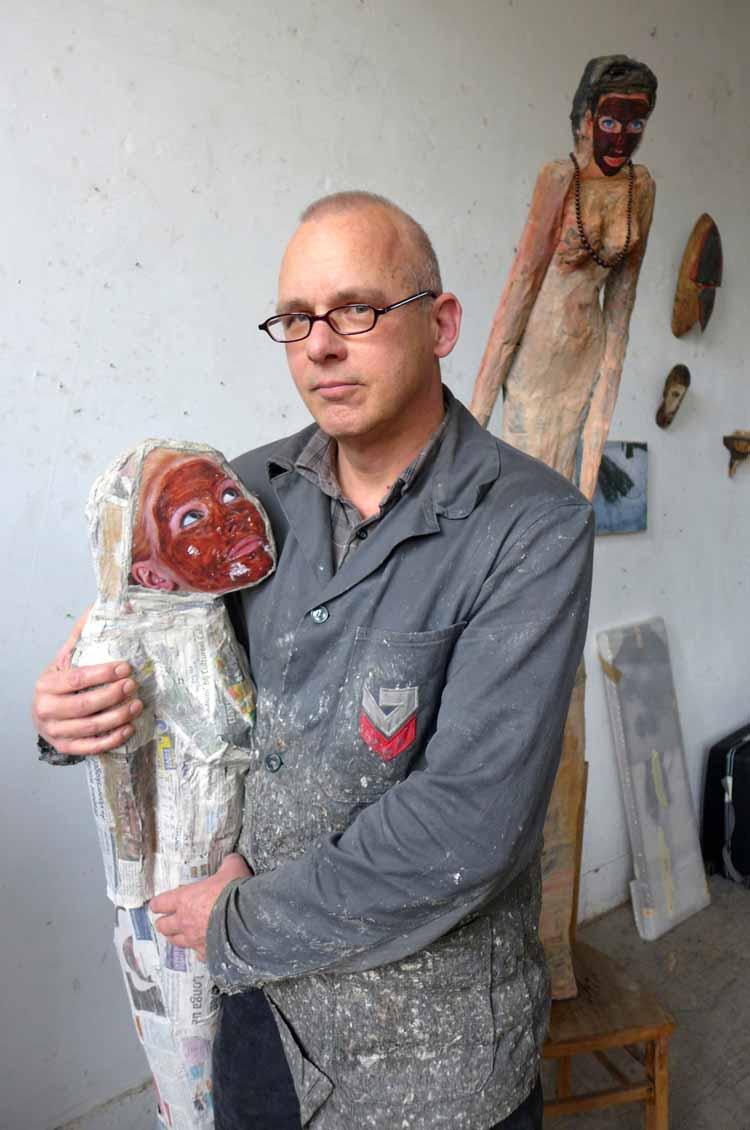 Paul Bogaers: 'Ik ga meer doen met mijn beschilderde vrouwen en minder met voodoo'. Foto Joep Eijkens.