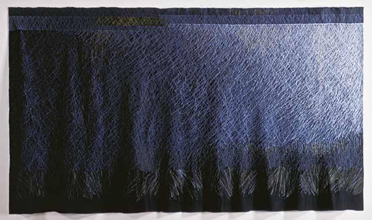 Tetsuo Fujimoto, Werk 2000-II. Vlas, polyestergaren.  foto Mareo Suemasa, met dank aan International Textile Network Japan