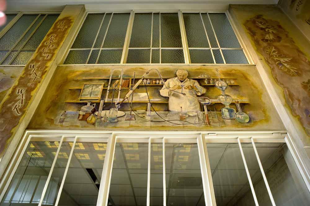 Ontvangsthal van de Van Haren schoenenfabriek in Waalwijk. foto Piet den Blanken
