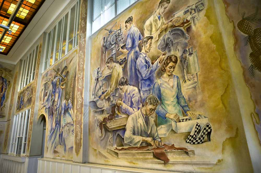 Halschilderingen in de Van Harenfabriek in Waalwijk. foto Piet den Blanken