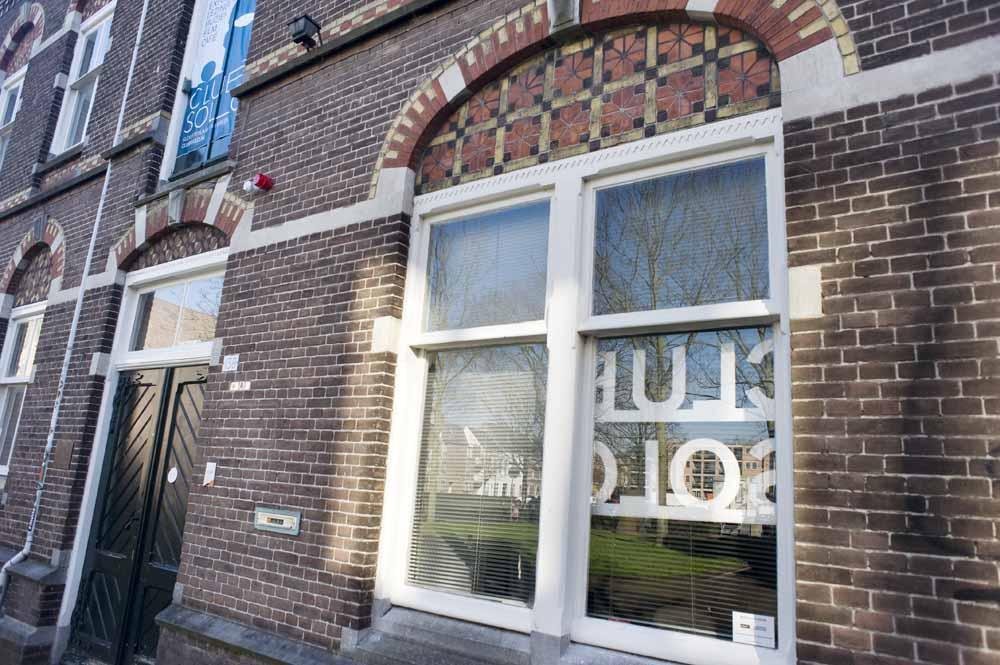 Ingang van Club Solo die tot de opening gesloten blijft voor publiek. foto Piet den Blanken