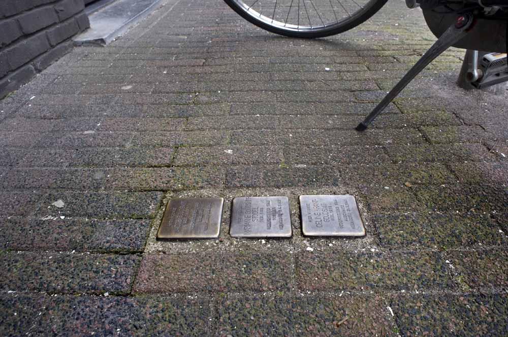 Stolpersteine aan de Prins Hendrikstraat 46 in Eindhoven. Foto Piet den Blanken
