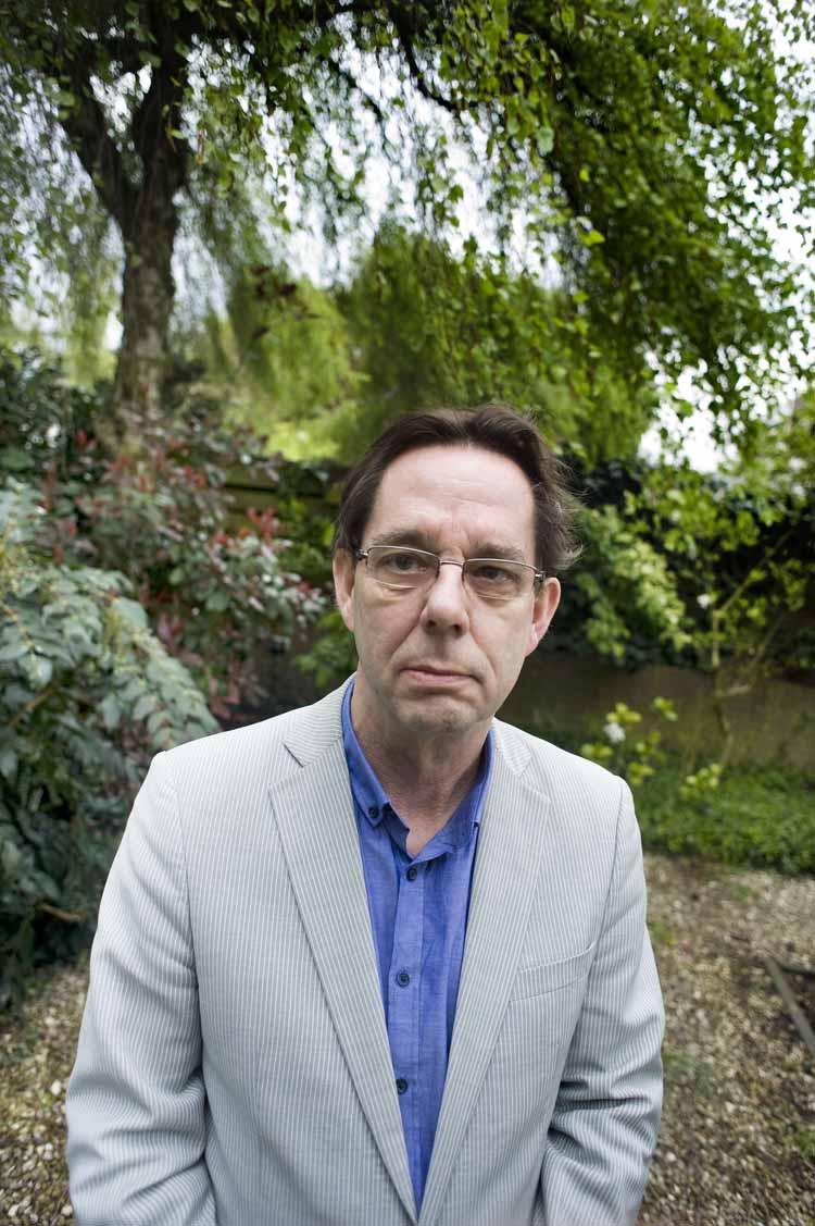 De Bossche auteur Chris Huinder is creatief in het vinden van personages die hem, zoals hij het zelf omschrijft, hun verhalen in zijn oor komen fluisteren. Foto Piet den Blanken