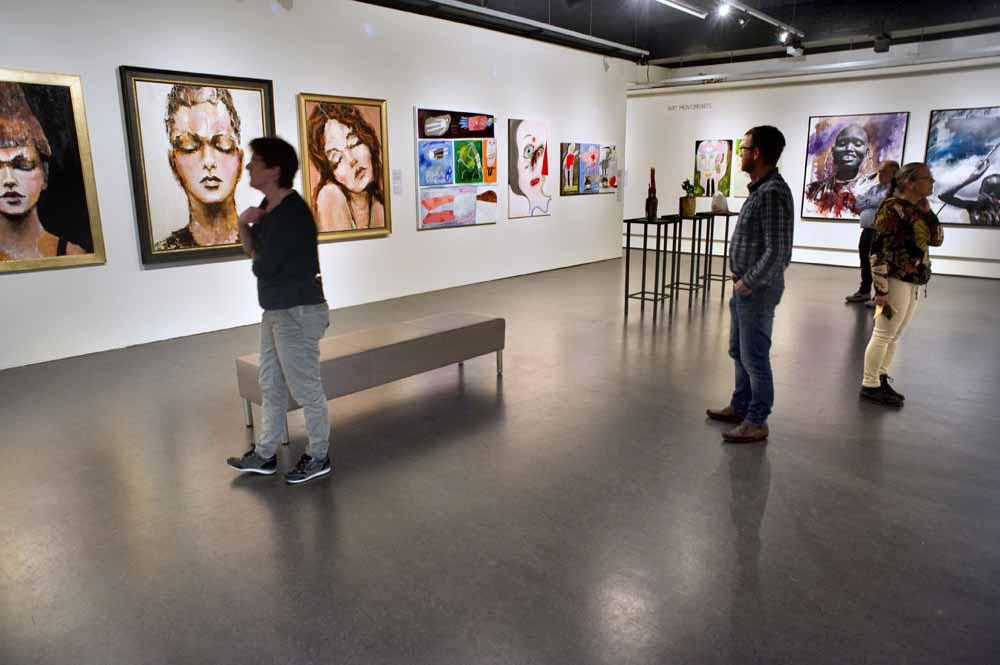 Overzicht van de tentoonstelling 'Dat is ook een portret! Van ego tot emo'. Foto Piet den Blanken