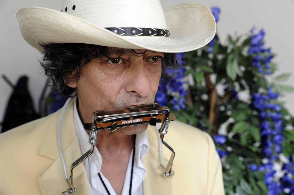 Ook harmonica's horen tot het vaste instrumentarium van Mees. Foto Joep Eijkens.