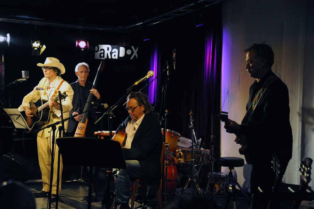 Jacques Mees en zijn nieuwe band tijdens het Bob Dylan Music Festival in de Tilburgse jazzclub Paradox. Foto Joep Eijkens.