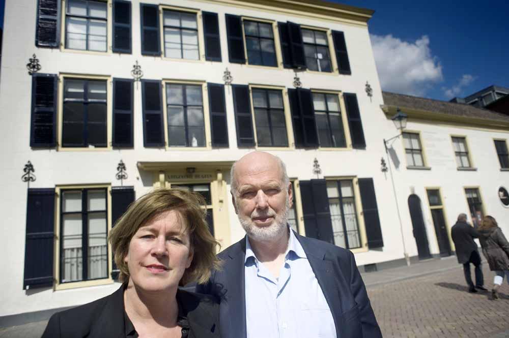 Anniemie Jans en Eric Visser voor het historische pand van de Geus, een middeleeuws rijksmonument in de binnenstad van Breda. Foto Piet den Blanken / Hollandse Hoogte