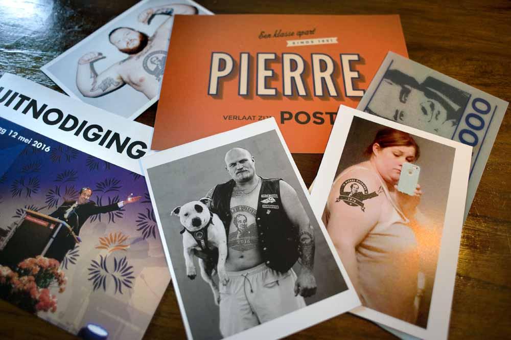 Bij zijn afscheid kreeg Pierre Rutgers speciale kaarten met zijn 'logo'. Foto Piet den Blanken