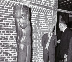 Links Zadkine, rechts Wiegersma