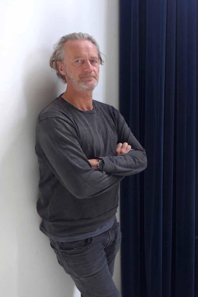 Carli Hermès in zijn studio. Foto Joep Eijkens.