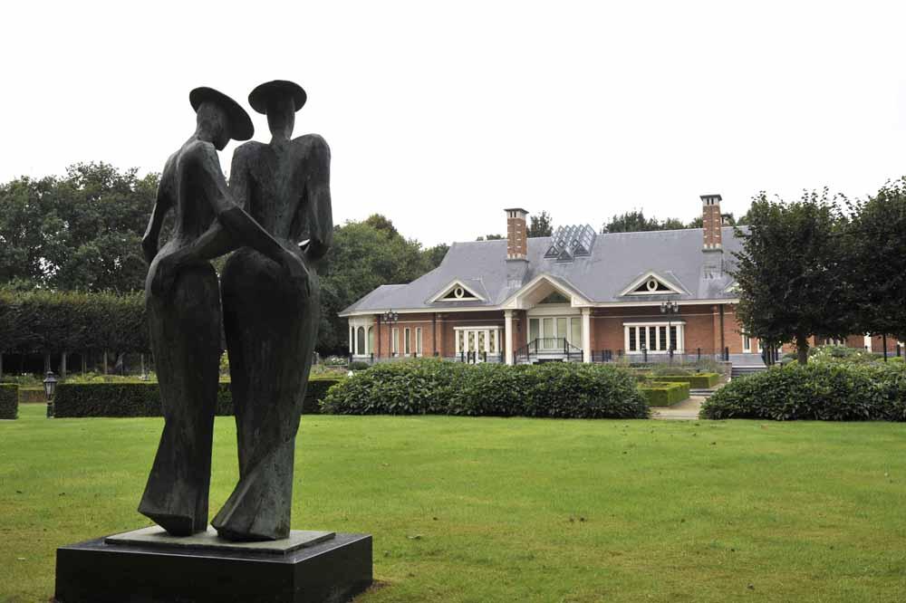Kunst in de tuin van Villa Le Blaireau. Foto Joep Eijkens