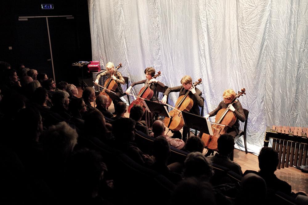 Werk van Mayke Nas wordt uitgevoerd tijdens November Music 2016. Foto Gemma van der Heyden